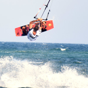 local-warz-kitesurf-frestyle-battle-loutsa-weridelocal-manos