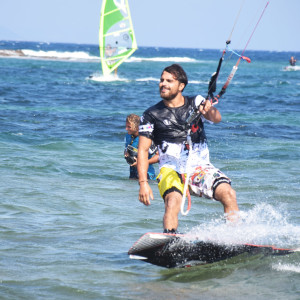 local-warz-kitesurf-frestyle-battle-loutsa-weridelocal-manwlakis